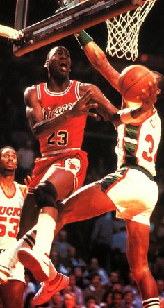 MJ maneuvers in the air against the Bucks.