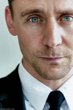 Tom Hiddleston. (Edit by larygo.tumblr: http://larygo.tumblr.com/post/158975294256/%E3%83%96%E3%83%AA%E3%83%BC%E3%83%A9%E3%83%BC%E3%82%BD%E3%83%B3%E3%81%A8%E3%83%88%E3%83%A0%E3%83%92%E3%83%89%E3%83%AB%E3%82%B9%E3%83%88%E3%83%B3%E3%81%8C%E8%AA%9E%E3%82%8B%E4%BB%95%E4%BA%8B%E3%81%A8%E3%81%AE%E5%90%91%E3%81%8D%E5%90%88%E3%81%84%E6%96%B9-x )