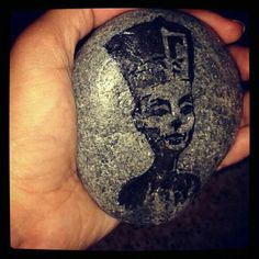#paintedpebble #stonepainting #rockpainting #pebblepainting #art #stoneart #rockart #pebbleart #nefertiti