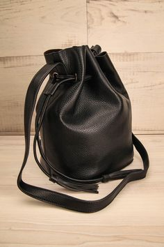 Sac à main noir en faux-cuir à longue ganse - Long strap black faux-leather handbag