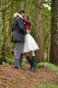 heidi lockhart somes photography, bliss tulle skirt, engagement pictures, tips,  kimchi maroon lace crop top, tory burch elana heels, snoqualmie falls