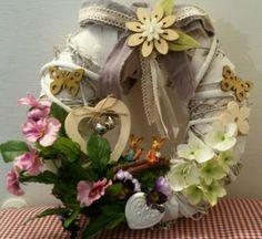 Ghirlanda primaverile con fiori e coniglietti!! by IlCassettodeiSogni   https://m.facebook.com/Il-Cassetto-dei-Sogni-1890162974542736/