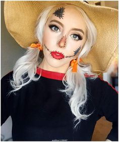 Looking for for inspiration for your Halloween make-up? Browse around this website for creepy Halloween makeup looks. Maquillage Halloween Simple, Scarecrow Halloween Makeup, Unique Halloween Makeup, Pretty Halloween, Halloween Diy, Scarecrow Costume, Halloween Costumes, Halloween Decorations, Women Halloween