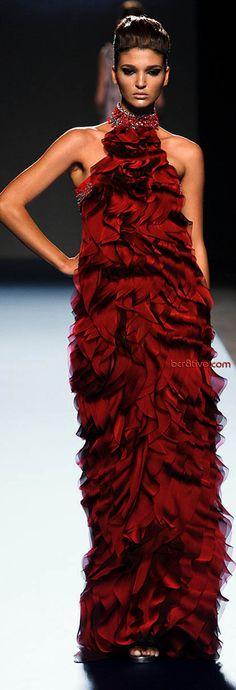 Gattinoni Couture (this would be so much fun to wear! Red Fashion, Couture Fashion, Runway Fashion, High Fashion, Fashion Show, Fashion Design, Womens Fashion, Beautiful Gowns, Beautiful Outfits