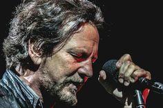 Eddie Vedder Eyes closed Holding the mic Black and white Jeff Ament, Matt Cameron, Pearl Jam Eddie Vedder, Rock Artists, My Church, Rock Legends, Music Love, Man Alive, Rock Style