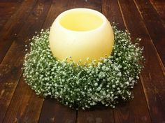 Corona de paniculata con vela para una boda romantica