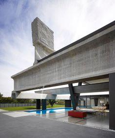 Hemeroscopium House, Madrid, Spain by Ensamble Studio. Concrete Architecture, Amazing Architecture, Architecture Design, Where The Sun Sets, Chill, Open Concept Home, Spain And Portugal, Cool Pools, Madrid
