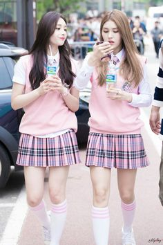 IOI Jeon Somi - Zhou Jieqiong, my two biases from ioi when ioi was together Kpop Outfits, Korean Outfits, Girl Outfits, Cute Outfits, School Uniform Fashion, School Girl Outfit, School Uniform Girls, Korean Girl, Asian Girl