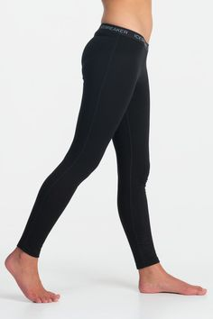 Our Oasis Leggings are made from lightweight 200gm merino to keep your body at the perfect temperature while you're exploring the outdoors.