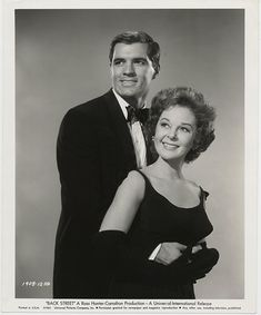 "Publicity photo of John Gavin and Susan Hayward for ""BACK STREET"" (Universal International, Old Hollywood Movies, Hollywood Actor, Golden Age Of Hollywood, Hollywood Stars, Hollywood Actresses, Classic Hollywood, Hollywood Couples, Hollywood Icons, Vintage Hollywood"