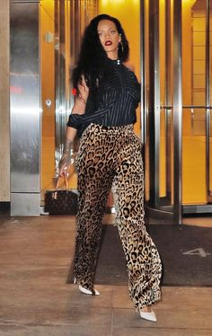 10/18 Rihanna out in NYC