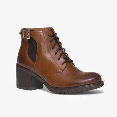 Boots talon en cuir Un boots à talon esprit godillot. A noter, sa boucle dorée et son élastique qui lui donnent un certain charme. Talon : 6 cm. •#SHOESINMYLIFE On peut l'associer avec un pantalon chiné. •Prendre votre pointure habituelle.