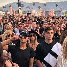 """좋아요 3,483개, 댓글 19개 - Instagram의 Martin Garrix News(@garrixnews)님: """"Martin Garrix and @skrillex chilling during @porterrobinson and @madeon show at @coachella …"""""""