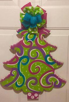 Christmas Door Decorating Contest, Christmas Door Decorations, Diy Christmas Ornaments, Holiday Crafts, Christmas Rock, Wooden Christmas Trees, Christmas Signs, Christmas Ideas, Christmas Stuff