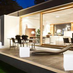 Garden Lights jest marką, która łączy nowoczesne i energooszczędne oświetlenie LED ze światowej klasy produktami o unikalnym designie. W ofercie znajdą Państwo donice LED, kule LED, kostki LED, oraz lampy LED. Nasze produkty wyróżnia nie tylko efektowne wykończenie, ale także szeroki wachlarz zastosowań. Dzięki lampom Garden lights Wasz taras, ogród czy patio nabiorą nowoczesnego charakteru.  Garden Lights - aby Twój ogród zaskoczył każdego sąsiada! » Zobacz produkty: https://goo.gl/60Xm2r…