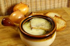 Easy and Delicious French Onion Soup Recipe 8 minute prep time! Onion Soup Recipes, Crockpot Recipes, Cooking Recipes, Great Recipes, Favorite Recipes, Soup And Sandwich, French Onion, Soup And Salad, Soups And Stews