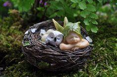 Dormir bebé hada con búho en nido