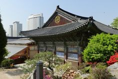 Der Bongeunsa ist der bedeutendste buddhistische Tempel in Seoul und liegt mitten im futuristischen Gangnam. - http://barbaras-reisen.blogspot.de/2016/04/bongeunsa-und-ruckflug.html