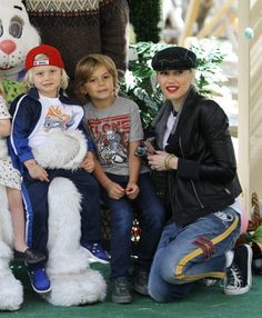 Gwen Stefani with her handsome young men: Zuma and Kingston. They look so much alike!