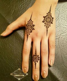 30 gorgeous mehndi/henna designs for girls Small Henna Designs, Finger Henna Designs, Mehndi Designs For Girls, Mehndi Designs For Fingers, Mehndi Design Photos, Unique Mehndi Designs, Latest Mehndi Designs, Beginner Henna Designs, Small Henna Tattoos