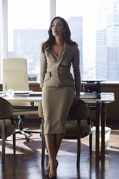 """""""Sarah Rafferty and Gina Torres Donna Paulsen and Jessica Pearson """" Business Mode, Business Chic, Business Outfits, Business Attire, Business Suits For Women, Work Suits For Women, Business Formal Women, Business Dresses, Lawyer Fashion"""