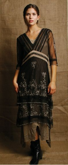 Nataya vintage style inspired wedding dress Black and Silver for alternative bride and victorian reproduction bridesmaids Vintage Style Dresses, Vintage Outfits, Vintage Fashion, Titanic Dress, Bohemian Style, Hippie Boho, Comfortable Outfits, Textiles, Creations