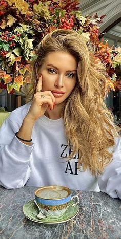 Good Morning Coffee, Coffee Break, Coffee Time, Coffee World, Tea Cafe, Sweet Coffee, Luxury Flowers, But First Coffee, Blonde Beauty