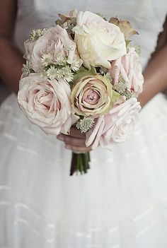 GORGEOUS vintage bouquet--all it need is some ribbon covering the stems, and a pearl broach. PERFECT!