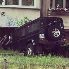 Finding the perfect parking spot is never easy. #landroversofberlin #landrover #defender #landie #landroverdefender #carlove #carspotting by landrovers_of_berlin Finding the perfect parking spot is never easy. #landroversofberlin #landrover #defender #landie #landroverdefender #carlove #carspotting