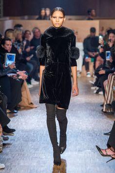 Pin for Later: Givenchy Nous Fait Voyager Dans un Monde Mystérieux Avec Sa Collection Automne/Hiver 2016