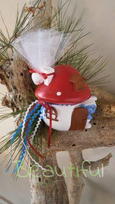 Μπομπονιέρα Βάπτισης. Μπομπονιέρα βάπτισης αγόρι, κουμπαράς στρουμφ. Christmas Bulbs, Holiday Decor, Christmas Light Bulbs