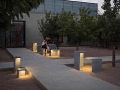 LED Stehleuchte aus Zement EMPTY by Vibia Design Josep Lluís Xuclà
