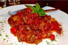 Tocăniță de vinete și dovlecei în sos de roșii cu ardei copți Beef, Ethnic Recipes, Food, Canning, Fine Dining, Meat, Meal, Eten, Meals