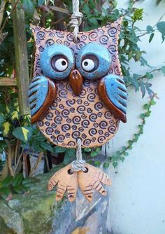 A low fire clay project. Learn more about low fire clay, pottery and ceramics. This kiln fired clay tutorial shows you how to make a bird feeder Clay Owl, Clay Birds, Ceramic Birds, Ceramic Clay, Ceramic Pendant, Owl Crafts, Clay Crafts, Pottery Designs, Pottery Art
