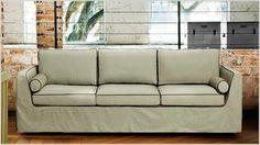 O Westwing selecionou sofás que seguem os modelos tradicionais longilíneos, oferecendo um design com linhas retas que resultam em um aspecto elegante.