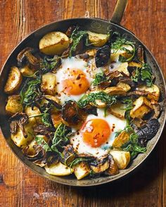 Baked eggs with mushrooms, potatoes, spinach and gruyère - delicious. magazine Make this baked eggs recipe in just one pan – perfect for lunch, brunch or a meat free Monday supper. Vegetarian Recipes, Cooking Recipes, Healthy Recipes, Free Recipes, Vegetarian Brunch, Vegetarian Cooking, Healthy Breakfasts, Healthy Snacks, Brunch Recipes