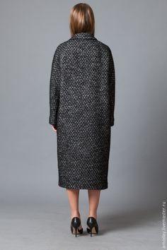 Купить или заказать Пальто 'Бизнес леди' из кашемира, мохера и шерсти в интернет-магазине на Ярмарке Мастеров. Пальто в деловом стиле. Идея этого пальто отрабатывалась на клиентах моего ателье. По сути -это наш хит. Специально для деловых активных женщин, ценящих качество, внешний вид и комфорт. Качество выражается в мастерстве пошива и прекрасном составе тканей. Внешний вид - это хороший крой и посадка. Комфорт этого пальто в силуэте, с линии мягких плеч, в двубортной застежке, в кра...