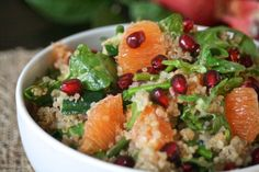 Pomegranate, orange and quinoa salad. Side Dish Recipes, Veggie Recipes, Real Food Recipes, Salad Recipes, Healthy Recipes, Healthy Foods, Pomegranate And Orange Salad, Orange Quinoa Salad, Granada