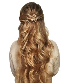 Wedding Hair Down Half up half down wedding hairstyles,partial updo bridal hairstyles - a great options for the modern bride from flowy bohemian to clean contemporary (simple updo) Bohemian Wedding Hair, Wedding Hair Down, Wedding Hair And Makeup, Hair Makeup, Down Hairstyles, Pretty Hairstyles, Wedding Hairstyles, Hairstyle Ideas, Bridesmaid Hairstyles