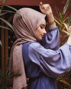 Dress Designs Indian For Girls Beautiful Dress Designs, Most Beautiful Dresses, Beautiful Hijab, Pierre Cardin, Poses Pour Photoshoot, Hijab Fashion, Girl Fashion, Sad Girl Photography, Giraffe Costume