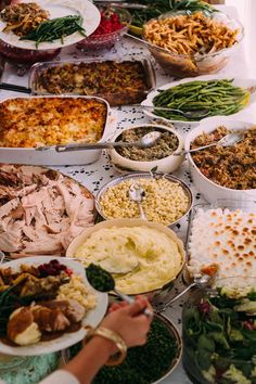 A Sweet Thanksgiving Feast Thanksgiving Feast, Thanksgiving Recipes, Holiday Recipes, Dinner Recipes, Food Set Up, Holiday Dinner, Christmas Lunch Ideas, Food Platters, Food For A Crowd