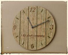 Hodiny vintage Nástěnné hodiny z dubové překližky. Průměr 30 cm. Různá barevná provedení dle Vašeho přání. Stačí nás kontaktovat a my změníme Vaší představu v realitu.