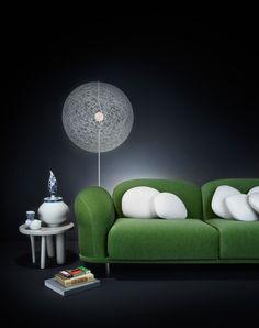Для оформления Вашей гостиной отлично подойдут: диван Cloud Sofa, напольный светильник Random Floorlamp, кофейный столик Elements и вазы Delft Blue в качестве аксессуаров.