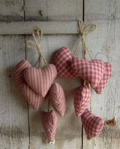 Fabric hearts - beautiful x Valentine Day Crafts, Valentine Decorations, Be My Valentine, Christmas Decorations, Sewing Crafts, Sewing Projects, Diy Crafts, Christmas Time, Christmas Crafts