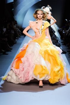 Dior couture via  via Jack-Diane Stinziano onto ::::::::::Fashion & Style::::::::::