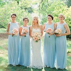 Ladies in blue! 💙 Mais inspirações para madrinhas de azul via ✨ @noivinhaantenada ✨ Gostaram? ⠀