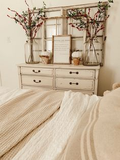 Lovely Fall Bedroom Decor Ideas Perfect For This Autumn Schöne Herbst Schlafzimmer Dekor Ideen. Fall Bedroom Decor, Fall Home Decor, Diy Home Decor, Bedroom Ideas, Elegant Home Decor, Elegant Homes, Cozy Room, Guest Bedrooms, Guest Bedroom Colors