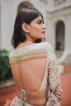 Silk Saree Blouse – 20 Latest Blouse Designs For Silk Sarees - pinpon.site/fashion Silk Saree Blouse – 20 Latest Blouse Designs For Silk Sarees Blouse Back Neck Designs, Bridal Blouse Designs, Fancy Blouse Designs, Saree Blouse Designs, Indian Blouse Designs, Blouse Styles, Choli Blouse Design, Designer Saree Blouses, Designer Blouse Patterns