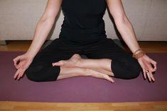 """""""Alles Lernen ist nur das Wegräumen von Ballast, bis so etwas übrig bleibt wie eine leuchtende Stille. Du merkst, dass du selbst der Ursprung von Frieden und Liebe bist."""" Sokrates  Erkunden und erleben Sie sich mit Yoga in Ihrer Ganzheit. Dodo Stehlo begleitet Sie während vier Tage mit den klassischen Hatha Yoga-Werkzeugen bestehend aus Asana (Körperübungen), Pranayama (Atemübungen) und Meditation (Konzentrationsübungen) im wunderschönen Wellnesshotel in Achenkirch. Sie freut sich auf Sie! Hatha Yoga, Pranayama, Asana, Meditation, Black, Dresses, Fashion, Peace And Love, Explore"""