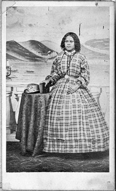 Portrait of Mere Mete kingi ca 1860 full length portrait in european dress photographer unknown Nz History, Ancient History, Polynesian People, Victorian Photography, Maori People, European Dress, Maori Art, Victorian Costume, People Photography